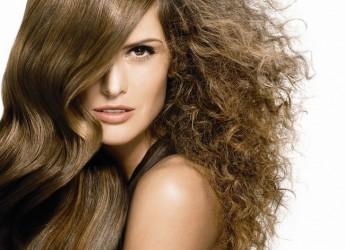 Кератиновое лечение волос одна из новых технологий в косметологии. Эффект такого лечения длиться до полугода.