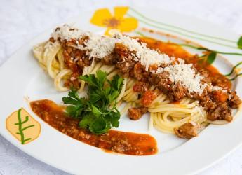 Время приготовления правильного соуса Балоньезе составляет 2 часа.
