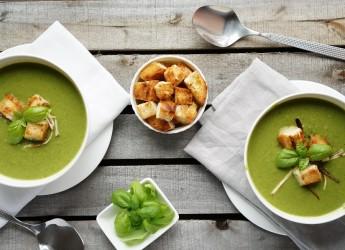 Варить супы-пюре можно на овощном, мясном или рыбном бульоне.