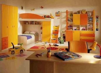 Оформляя комнату для ребятишек, нужно тщательно продумывать дизайн, выбирать мебель, цвета и аксессуары.