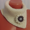 Вязание манишки не займет много вашего времени, но подарит вам тепло в зимнюю стужу и порадует вас и ваших близких уникальностью ручного труда.