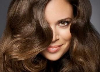 Маска для волос с дрожжами способствует не только питанию и эффективному увлажнению сухих, обезвоженных волосяных стержней, но и помогает избавиться от перхоти, а также способствует их быстрому росту.