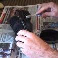 Если замшевые туфли или сапоги со временем начинают терять цвет, его можно обновить и в домашних условиях.