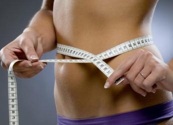 Убрать бока быстро можно с помощью физических упражнений, в которых основная нагрузка упадет на косые мышцы живота и бедер.
