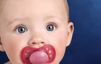 Пустышка для младенца на искусственном вскармливании – это важная составляющая его развития.