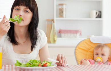 Питание кормящей женщины должно быть полноценным и разнообразным.