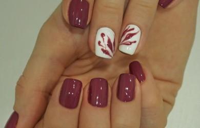 Согласитесь, гель лак на ногтях смотрится очень красиво, но даже он со временем требует снятия.