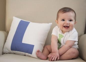 Педиатры тоже считают что сажать можно не раньше, чем того самостоятельно начинает пытаться сделать малыш.