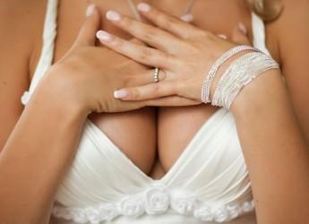 Женская грудь на 85% состоит из жировой ткани, поэтому основным способом увеличения её размера является набор веса.