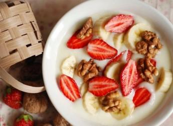 сделать ее еще вкуснее вы можете, добавив в кашу любимые ягоды или фрукты.